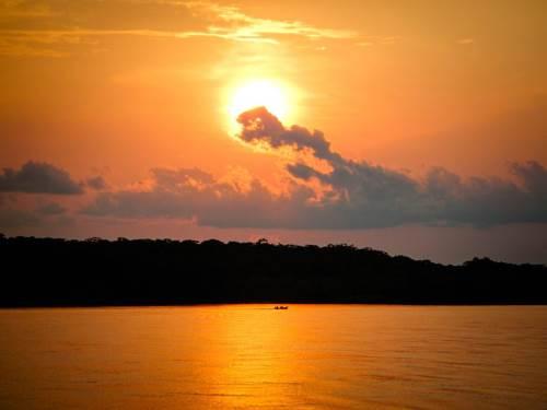 Iquitos n'est accessible que par avion ou par bateau : aventure garantie