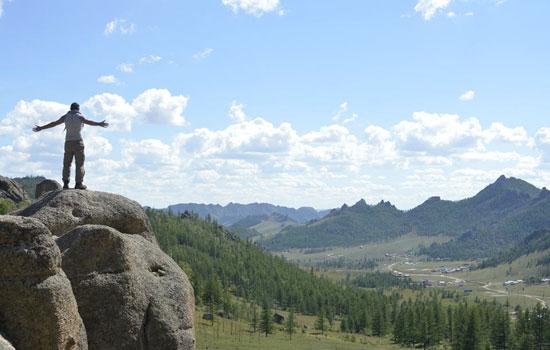 Fabrice observe la Mongolie vue des sommets