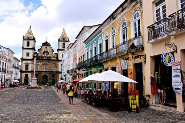 La ville de Salvador de Bahia affiche d'emblée une taille plus humaine que les grandes villes de Sao Paulo, Rio de Janeiro et Belo Horizonte