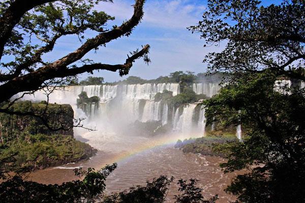 L'aventure Café con Leche est ponctuée par une étape d'anthologie : les chutes d'Iguazu, véritable paradis sur terre