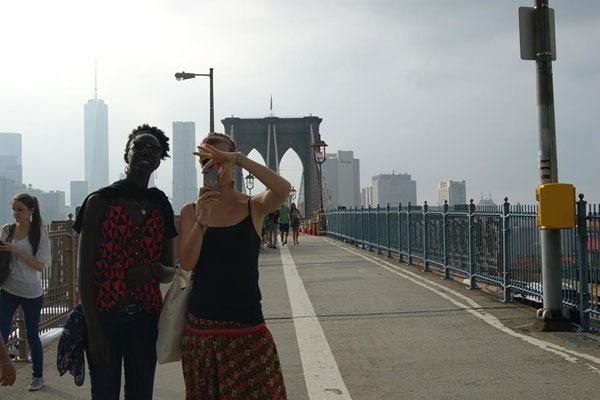 Après le coeur de Manhattan, après Central Park et Time Square, le pont de Brooklyn s'offre à nos aventurières