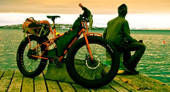 Avec des roues surdimensionnées et un chargement ultra-compact, le VTT de Damien Artero est paré pour les conditions du grand nord
