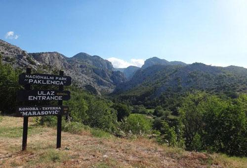 Notre aventurière arrive dans le Parc national de Paklenica