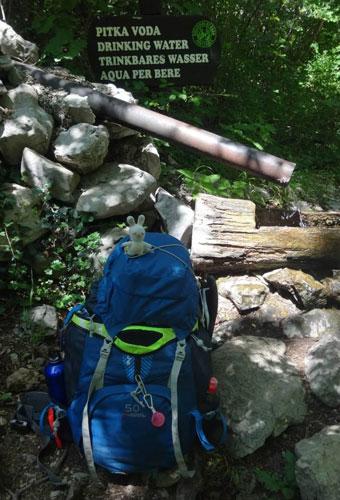 Rosanne tombe sur une des rares sources du Parc national de Paklenica