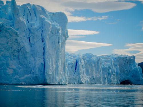 Nos aventurières Léa et Lili restent bouche bée devant les amoncellements de glaces et de glaciers d'El Calafate