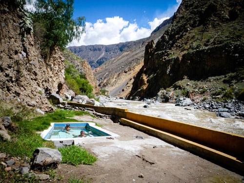 Le canyon de Colca s'ajoute au tableau de chasse de nos aventurières. Il s'agit du deuxième canyon le plus profond de la planète.