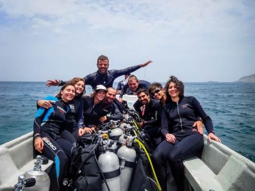 Nos aventurières sont sur le point de plonger au large de Tatanga, haut lieu de plongée : barrière de corail au programme