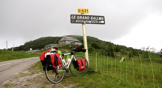 Notre aventurier et sa monture arrivent au Grand Ballon d'Alsace