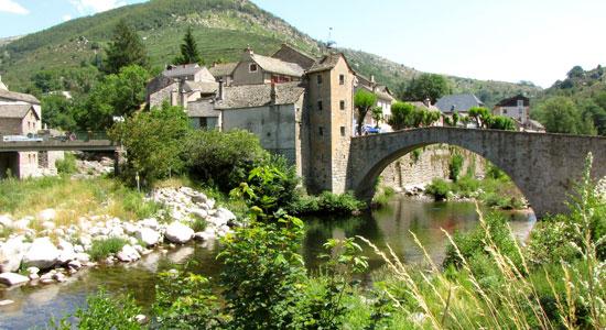 Olivier Godin arrive au village de Monvert