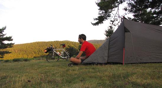 Olivier Godin arrive à Espérou et se prépare à camper