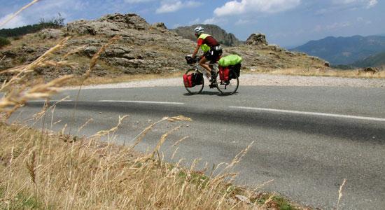 Malgré la fatigue, Olivier Godin et son vélo poursuivent l'aventure
