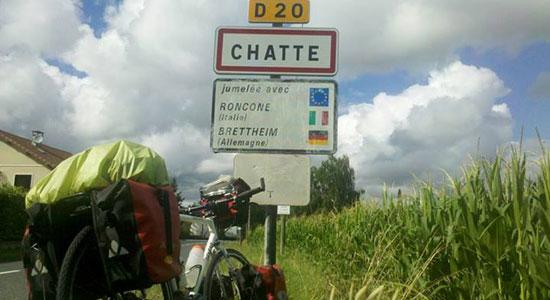 Olivier Godin arrive dans la ville de Chatte