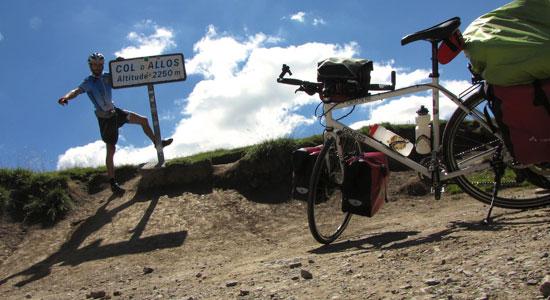 Olivier Godin affiche à son palmarès un nouvel col et pas des moindres : un col situé à plus de 2000 mètres d'altitude, le col d'Allos