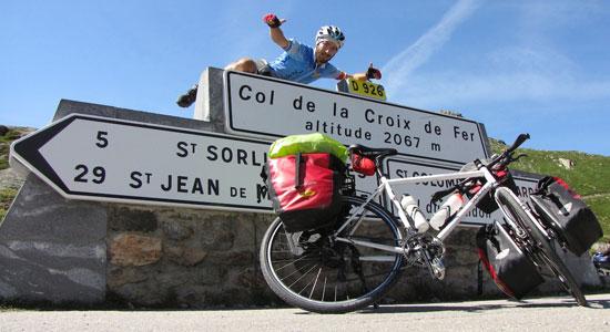 Olivier Godin s'était promis de franchir le col de la Croix de Fer, en référence à son vélo : un Genesis Croix de Fer